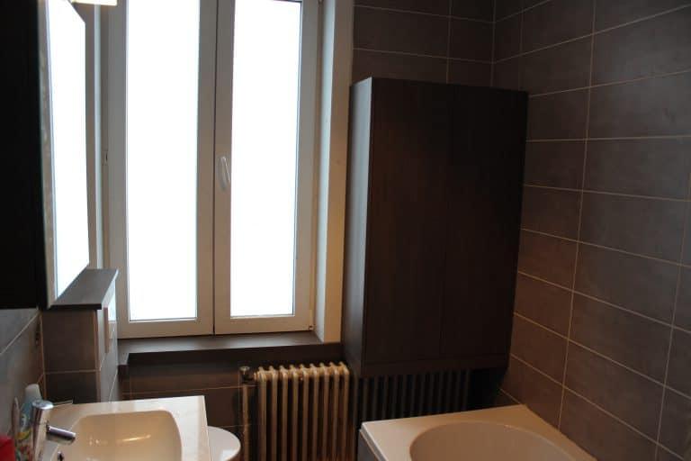 Deboosere interieurinrichting | Badkamerkast en vensterbankjes image 2