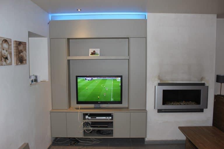 Deboosere interieurinrichting | TV meubel en kast rond haard image 3