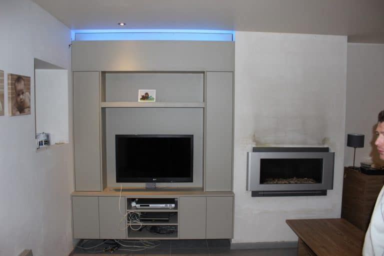 Deboosere interieurinrichting | TV meubel en kast rond haard image 4