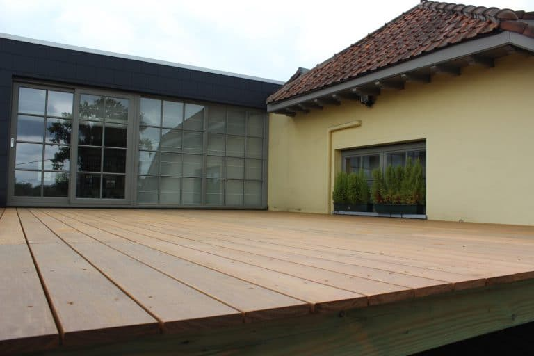 Deboosere interieurinrichting | Zwevend terras in Ipe image 10
