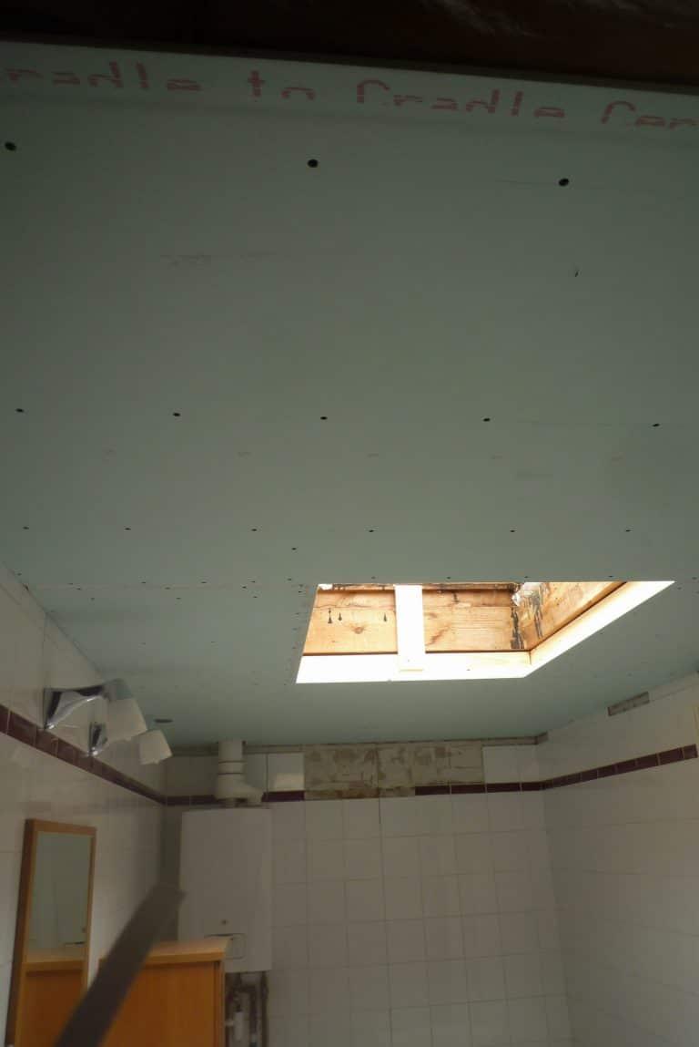 Deboosere interieurinrichting | Badkamer met gyprocplafond image 6