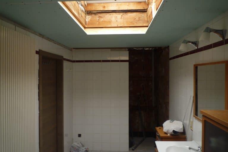 Deboosere interieurinrichting | Badkamer met gyprocplafond image 7